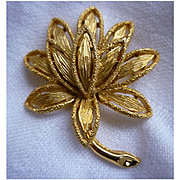 Avon Textured Petals Goldtone Flower Brooch Pin
