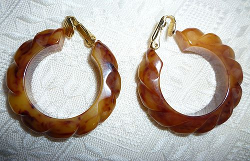 Yummy Honey Carmel Carved Scallop Bakelite Hoop Clip Earrings