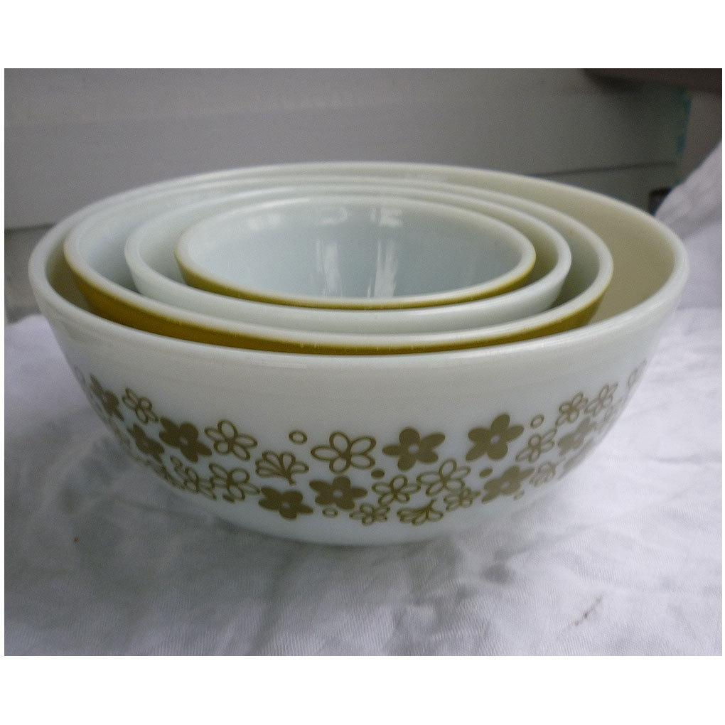 Pyrex Crazy Daisy Beaded Edge Nested Mixing Bowls 4 Piece Set