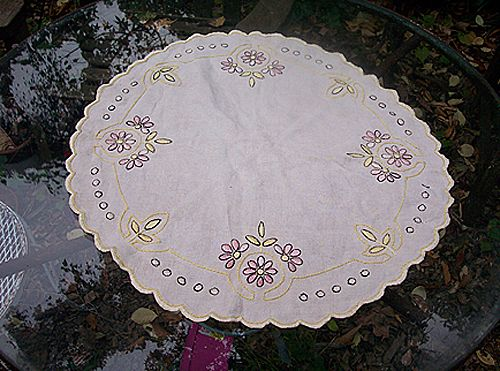 Lovely Linen Arts and Crafts Embroidery Oval Table Centerpiece