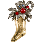 ART Christmas Kitty Cat in a Stocking Pin Brooch