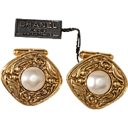 CHANEL Cuff Links Faux Pearl Baroque 1980s