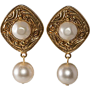 CHANEL Gripoix Glass Pearl Dangle Earrings 1980s