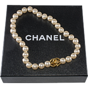 CHANEL 1996 Faux-Pearl Turn Lock CC Clasp Necklace with Box