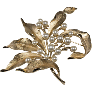Trifari 1960s LARGE Brushed Gold Tone Faux Pearl Brooch Pin