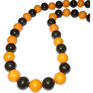 Spectacular Bakelite Necklace Butterscotch and Spinach Green