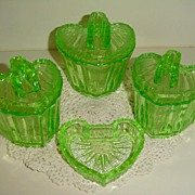 S Reich Deckeldosen - Boxes German Deco Heart  Uranium Glass Boxes