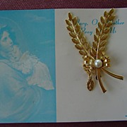 Vintage Miraculous Medal Pin on Card *MINT