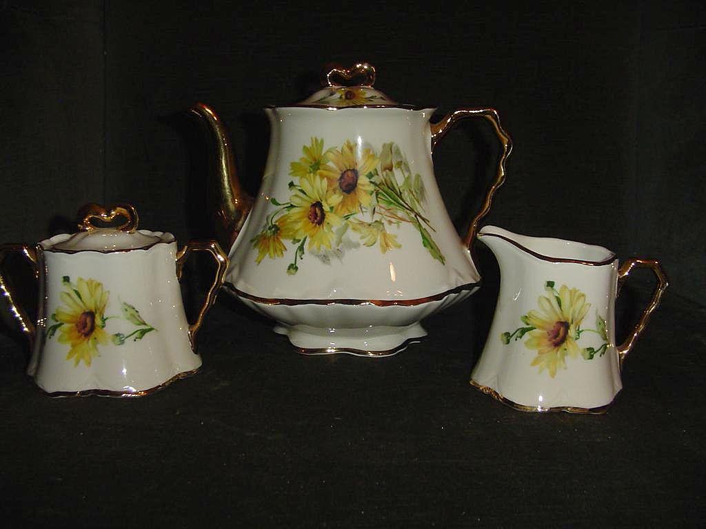Gorgeous  Daisies Teapot, Creamer & Sugar Bel-Terr China 1960's
