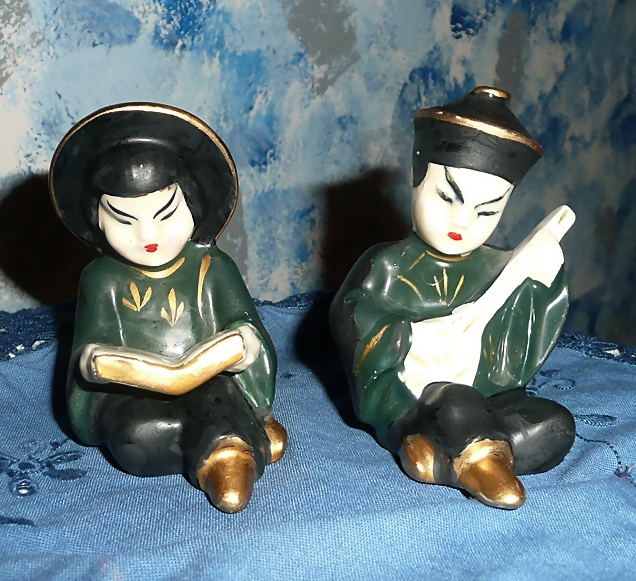 Chinese Children Set of Shakers