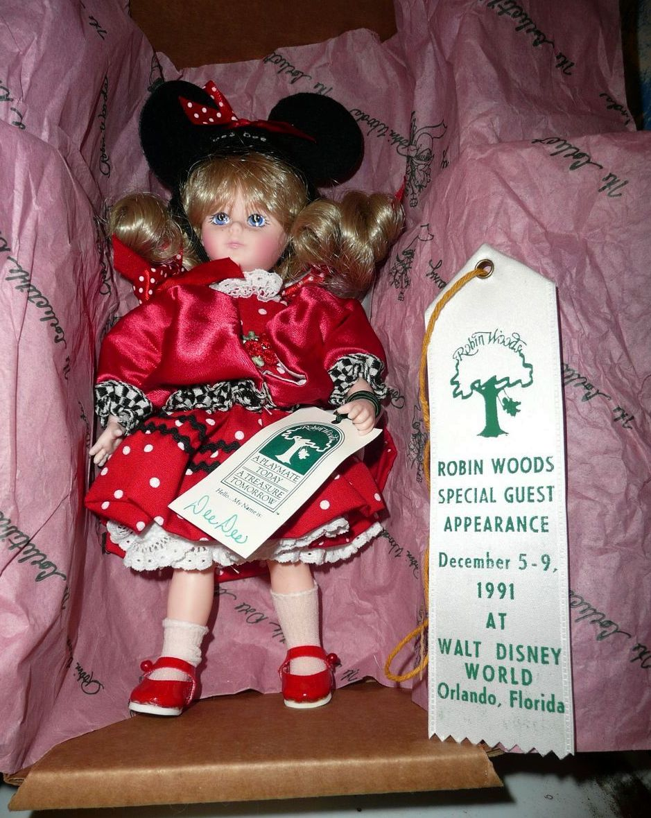 "1991 Disney Special Edition, Retired Robin Woods DEE DEE  8""  Doll"