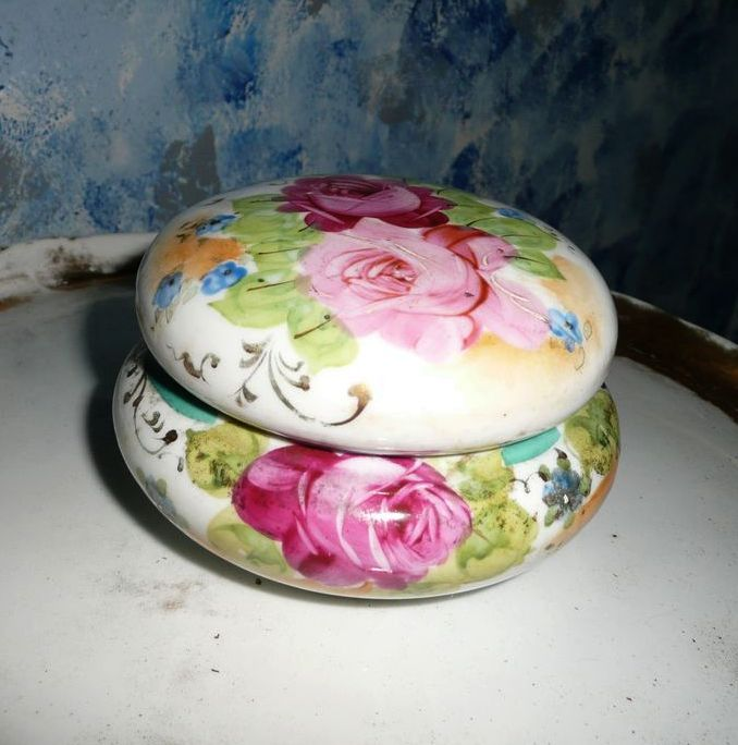 Beautiful English Tea Roses Covered Dish