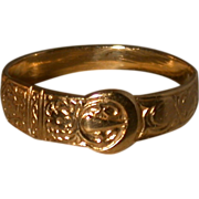 English 9ct Gold Buckle Motif Ring, Hallmarked, Late 19th Cent.