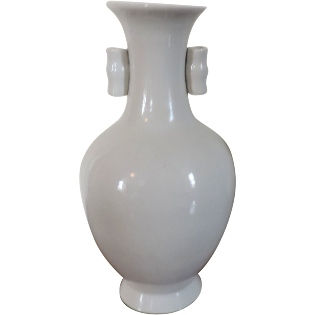 vintage chinese porcelain vase in white blanc de chine glaze art deco from classictradition on. Black Bedroom Furniture Sets. Home Design Ideas