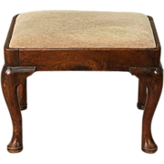 Antique 18th century Queen Anne Walnut Stool with Cabriole Legs Ending in Pad Feet, Pennsylvania 1740