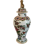 Antique 19th century French Samson Paris Porcelain Garniture Vase & Cover in the Chinese Export Taste with Famille Rose Decoration