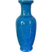 Antique Chinese Peacock Blue Turquoise Porcelain Rouleau Shaped Vase with Incised Decoration Late Qing Early 20th c.