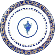 Antique 18th century Chinese Export Qianlong (1736 - 1795) Porcelain Plate Decorated with a Neoclassical Urn for the American Federal Market