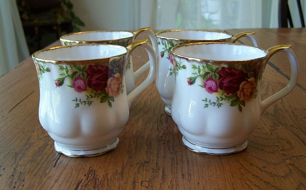 Four Royal Albert Old Country Roses Mugs England
