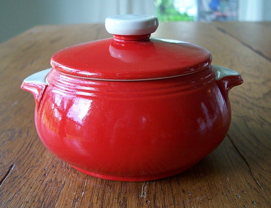 Chinese Red Hall Drip Jar