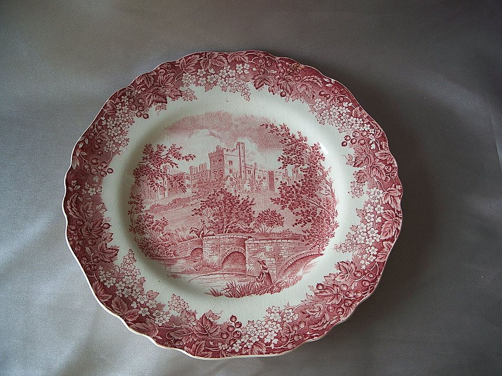 J & G Meakin Red Romantic England Dinner Plate