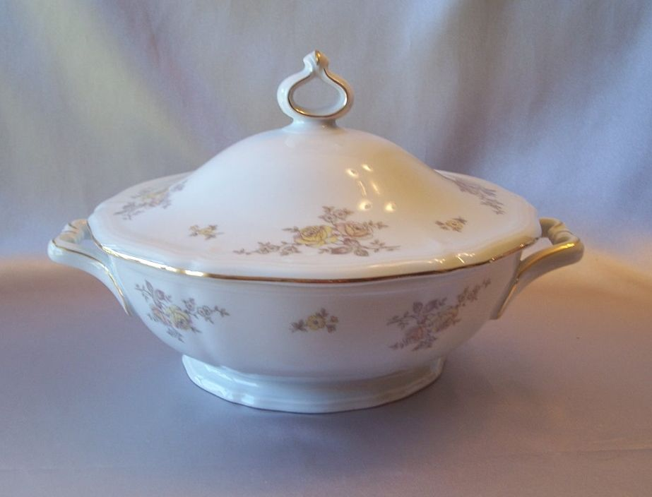 Johann Haviland Bavaria Germany Chippendale Regency Covered Vegetable Bowl