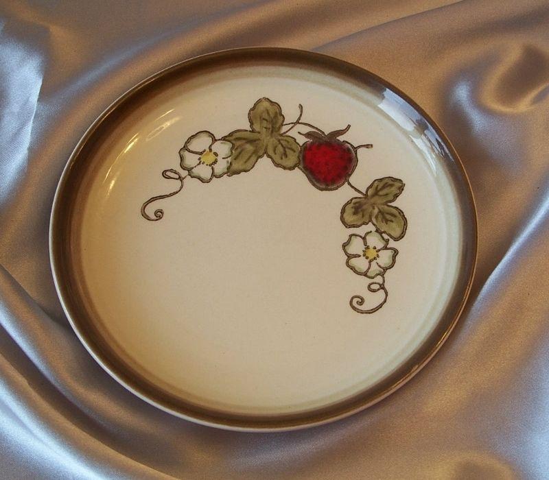 Metlox Poppy Trail Strawberry Bread Plate