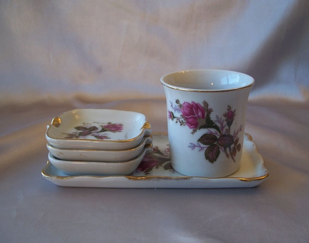 Royal Sealy Moss Rose Cigarette Set