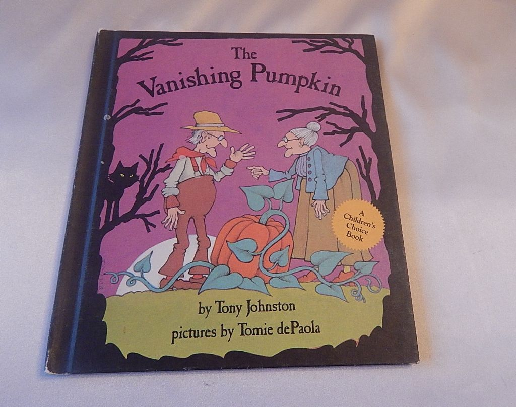 The Vanishing Pumpkin Book  Pictures by Tomie dePaola