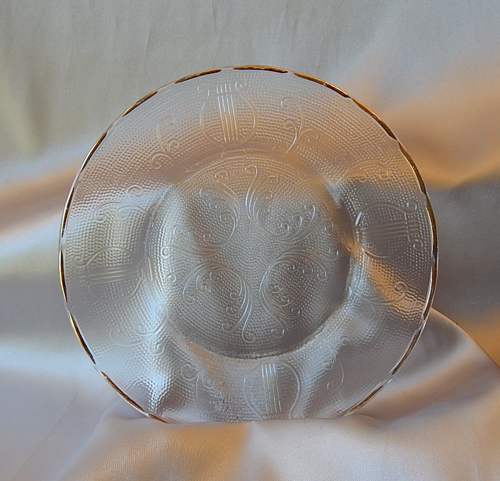 Six Crystal Jeannette Glass Harp Plates