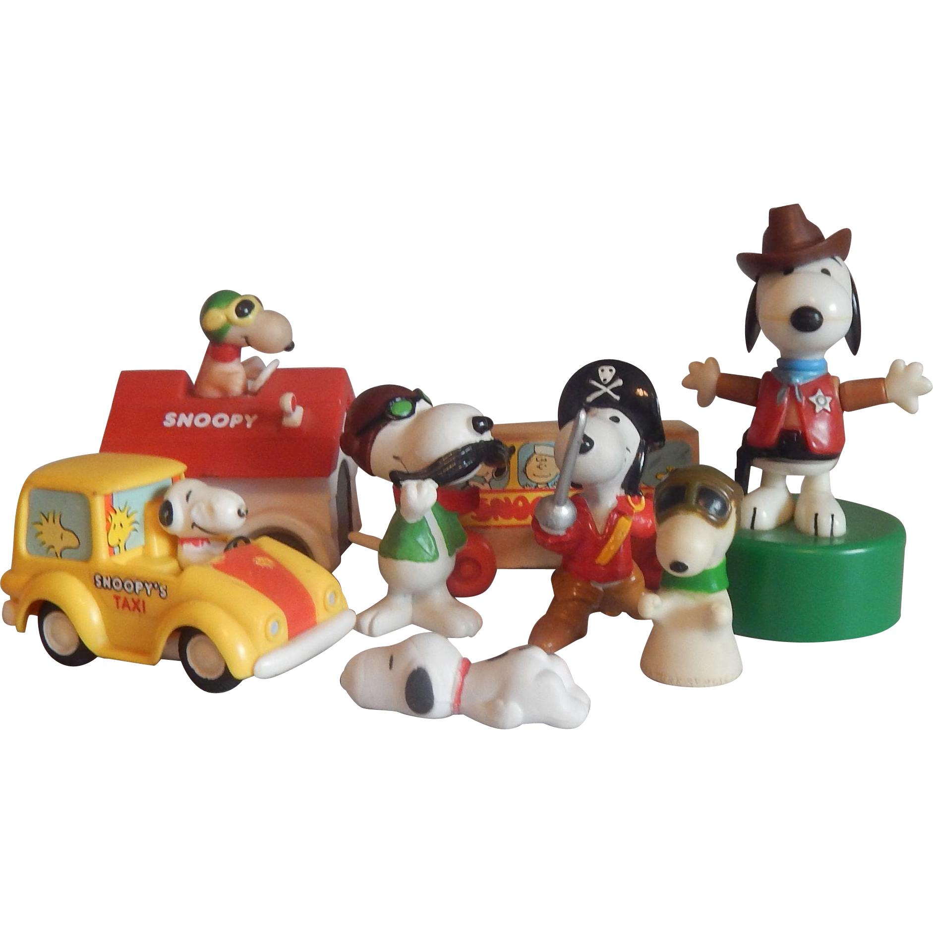 Eight Peanut Gang Snoopy Toys