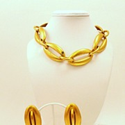 Beyond BOLD & Chunky 1980's Demi Parure Collar & Earrings