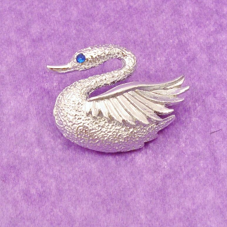 Signed GERRY'S Figural Swan Pin