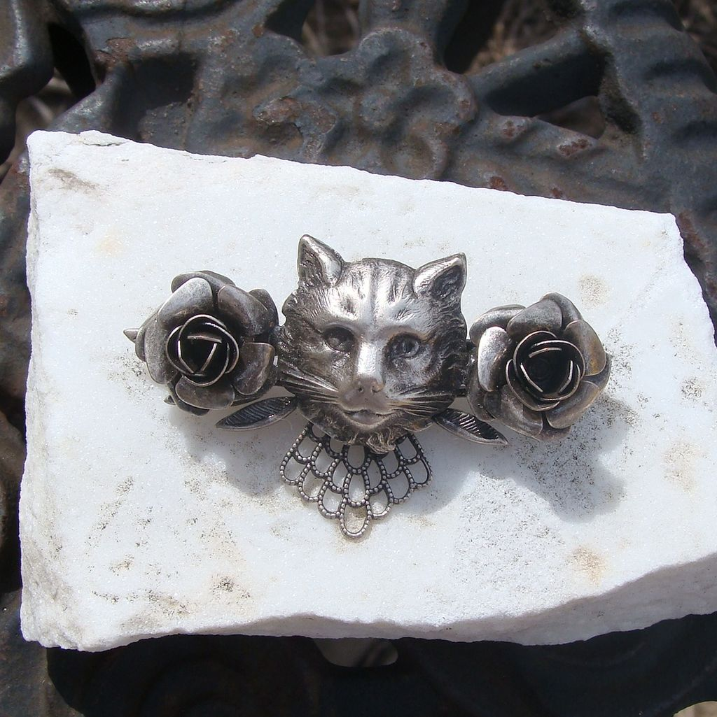 Delightful Victorian Revival Kitty Cat Pin with Roses