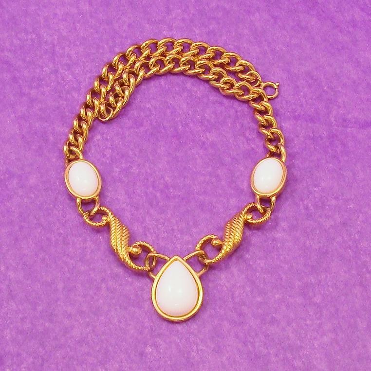 Bold & Chunky Signed Trifari Necklace
