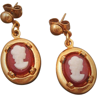 Vintage 1970's Petite Cameo Style Earrings on Gold Tone Frame