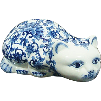 Vintage Chinoiserie Blue & White Floral Chinese Import Cat Statue