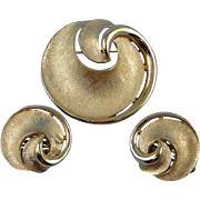 Crown Trifari Brooch Pin Earrings Vintage Swirl Goldtone