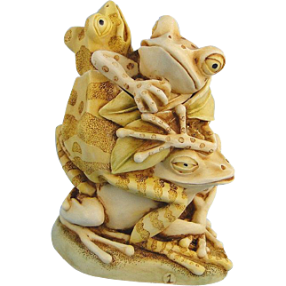 Harmony Kingdom Menage a Trois Frogs Treasure Jest Version 1