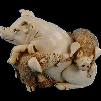 Harmony Kingdom Pen Pals Pigs Treasure Jest Box Figurine