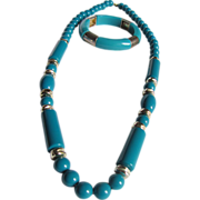 Vintage Mid Century Turquoise Lucite Demi Necklace and Stretch Bracelet