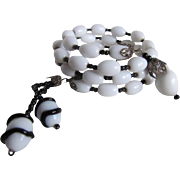 Vintage Unsigned Black & White Art Glass Memory Wire Bracelet