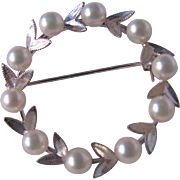 Mid Century Japanese Cultured Pearl AAA Quality on Sterling Silver Frame Single Pearl Wreath Brooch