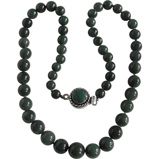 Vintage Nephrite Jade Graduated Beads Sterling Silver Emerald Clasp with Necklace