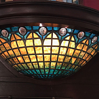 Spectacular glass in the theater light