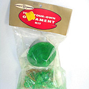 1969 Emerald Top Pin Beaded Christmas Ornament Craft Kit MIP