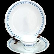 2 Corelle Snowflake Blue Garland Dinner Plates Plus Bonus Cups