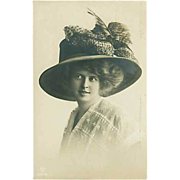 """Lady in Hat with Feathers (1910)"