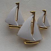 Vintage Crown Trifari SIGNED Three Sailboats White Enamel Beautiful Brooch Pin