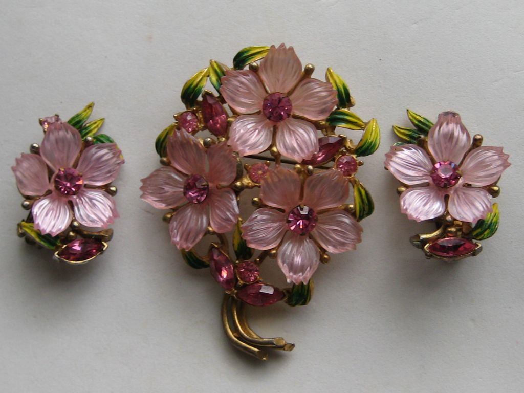 vintage dogwood flower brooch clip earrings rhinestone lucite plastic from cosmic